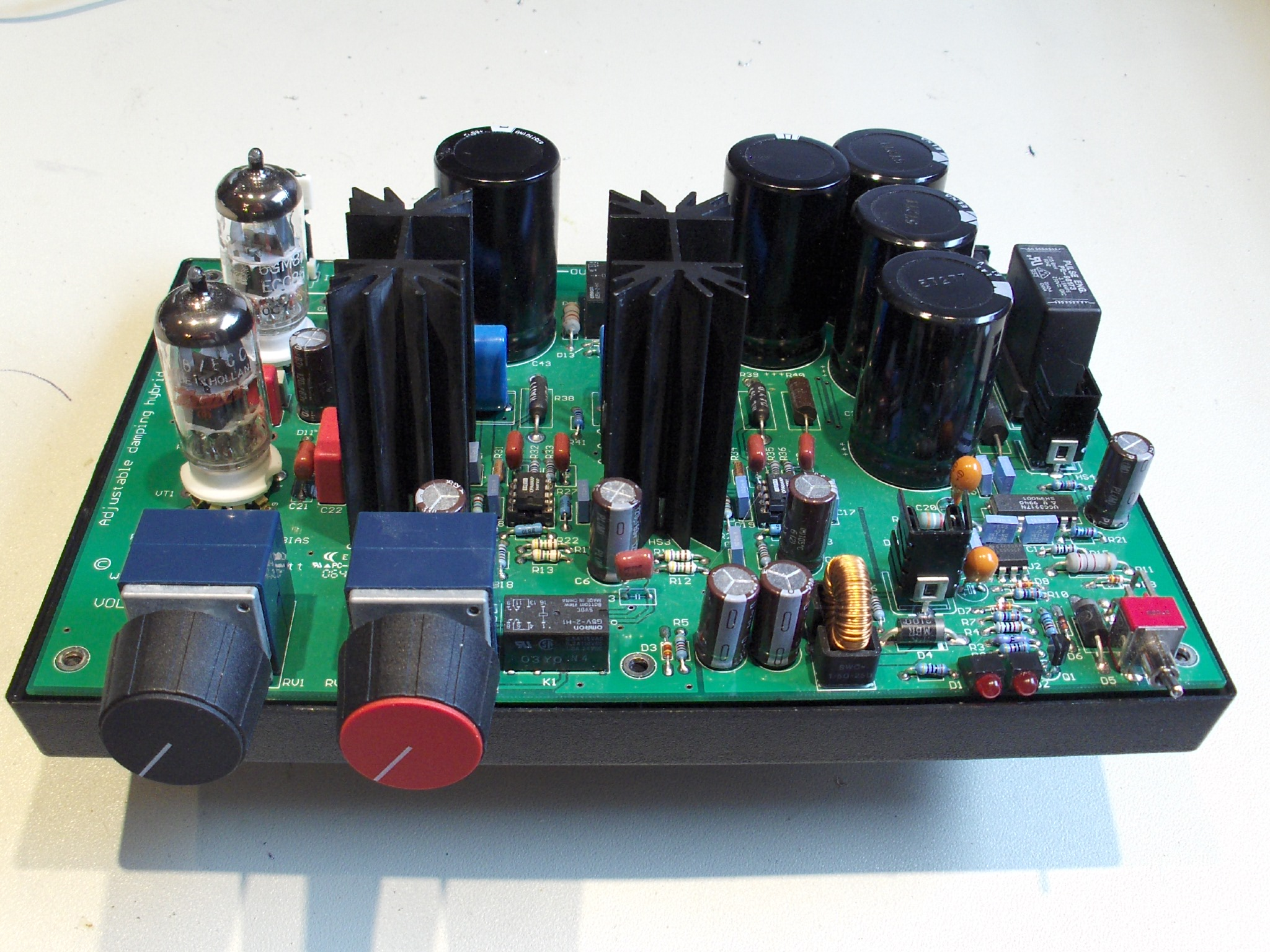 Hybrid Amp With Adjustable Damping Voltage Limiter For Guitar Amplifiers